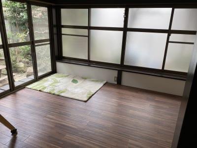 陽だまりでくつろぐのも良し。 - てらこや maple 平屋古民家3LDKスペースの室内の写真