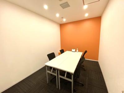 調光可能なお部屋です。 - シェアオフィスURL 個室(オレンジ)の室内の写真