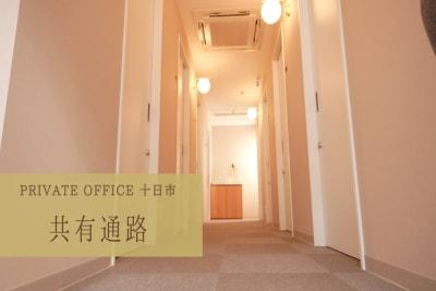 PRIVATEOFFICE十日市 多目的 コワーキング【8号室】の入口の写真