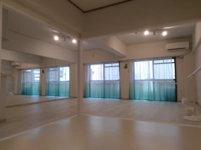 グランジュテスタジオ ピラティススタジオの室内の写真
