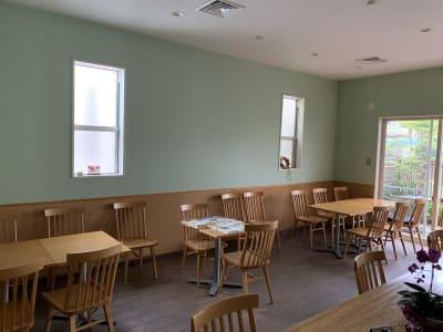 移動可能なテーブル8脚 椅子22脚 - カフェ コペ レンタルカフェ・ワークショップの室内の写真