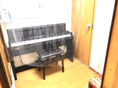 電子ピアノ - フィアルサロン(南青山) 防音室【電子ピアノ】WIFI有の室内の写真