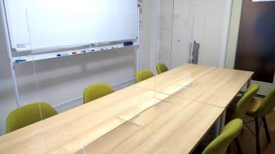 ほっほ会議室 安心してゲストを呼べる完全個室の室内の写真
