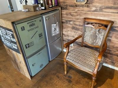 冷蔵庫は2台ありますが、緑色の冷蔵庫をご利用ください。※冷凍機能もあります。 - IIBレンタルスペース 渋谷駅徒歩4分のオシャレスペースの室内の写真