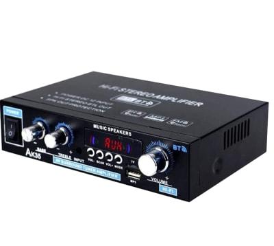常設のスピーカーアンプは、有線(AUX)・Bluetoothのどちらでも使用可能です! - in the house Hatagayaの設備の写真