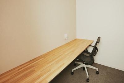 集中できる空間を目指して  ■5つの取り組み■ - PRIVATEOFFICE十日市 多目的 コワーキング【6号室】の室内の写真