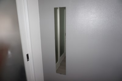 鏡を設置しています。ウェブ面接、会議の際に身だしなみを確認するのに鏡をご利用ください。 - デザインスペースルミカ 柏駅徒步3分🌟角部屋、毎回清掃の室内の写真