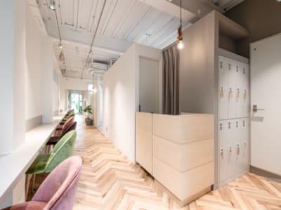 自然光のはいるナチュラルな空間/撮影スペースとして人気です♪ - 美容室レンタルスペース 美容室 レンタルスペースの室内の写真