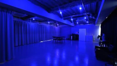 室内のライトは 調光調色が可能で、どんな色味にもできます。 - studio akegure レンタル撮影スタジオの室内の写真