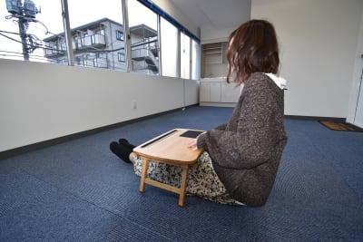 仕事風景 - レンタルスペースひだまり 会議/教室/サロン/撮影/ヨガの室内の写真