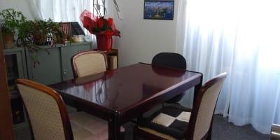 椅子は最大4脚ご用意できます。 - エルアイジー Room.Aの室内の写真