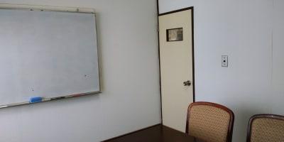 完全な個室です。部屋に鍵の準備はありません。 - エルアイジー Room.Aの室内の写真