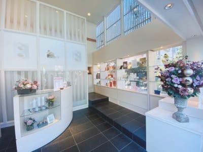 サロンレセプション - サラダ自由が丘本店 サロンスペース、個室タイプの入口の写真
