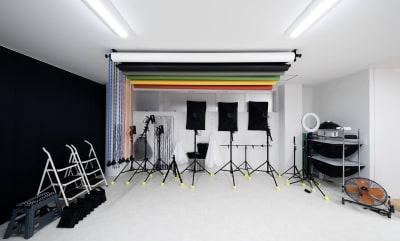 モノブロック、LED定常光、リングライト、バックペーパー6色などが使い放題! - Studio THREE レンタルスタジオの設備の写真