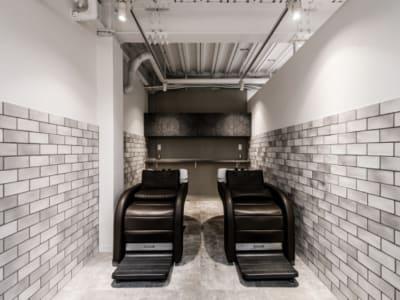 フラットシャンプー台が2台あります。 - 美容室レンタルスペース 美容室 レンタルスペースの設備の写真