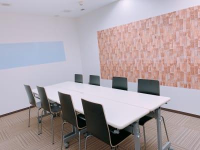 博多駅前Nスタジオ 会議室&撮影スペースの室内の写真