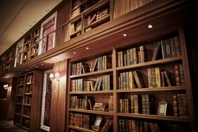 貴族の邸宅にある書斎をイメージしたRUBINOのインテリア - カノビアーノ福岡 ルビーノ(パーティー会場)の室内の写真