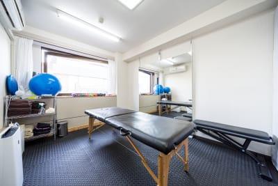 施術用ベット  - スタジオ アット レンタルジム・レンタルスペースの室内の写真