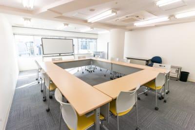 2名掛けロの字12席のセッティングです。 - 渋谷フォーラムエイト 12階 1207会議室の室内の写真