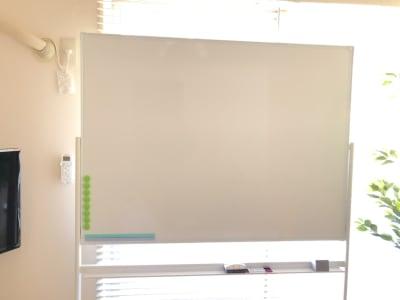 ホワイトボード完備 - マックステーション成増 貸会議室の室内の写真