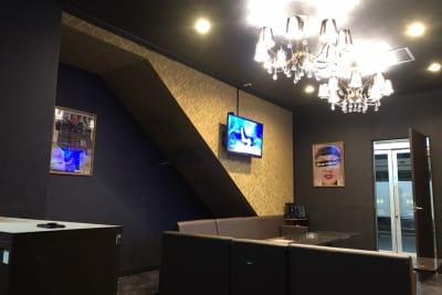 和ダイニング法隆寺 カラオケ別館 カラオケルームの室内の写真