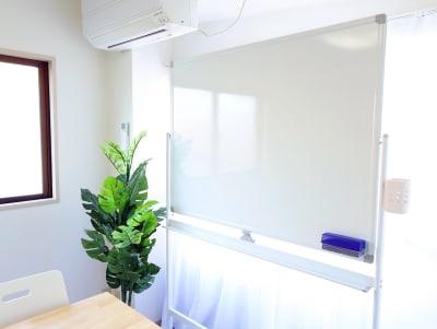 ホワイトボードは W120×H90 - ルックハイツ新宿 みらいスペース新宿Ⅱの室内の写真