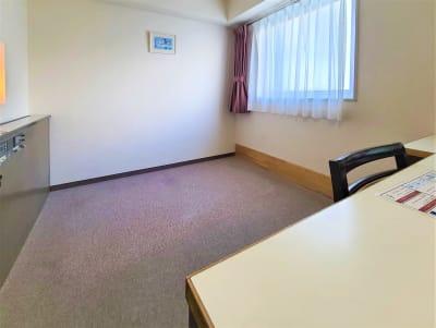 ホテルアスティア名古屋栄 テレワーク・プライベート空間Fの室内の写真