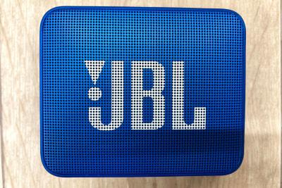 Bluetooth対応のJBLスピーカーです。迫力ある音楽をワイヤレスで再生できます - スタジオサルタールの設備の写真