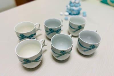 カフェタイムにもお薦め🍰☕✨ 可愛いマグカップを6つご用意しております。 - パーティスペース ティアラ桜川 パーティルーム、多目的スペースの室内の写真