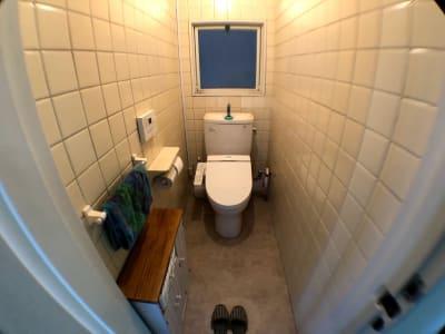 お手洗いはウォッシュレットと音姫付 - ロッポンギフラット レンタルスペースの室内の写真