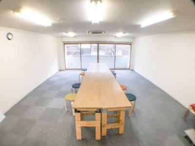 机レイアウト例1 - ロッポンギフラット レンタルスペースの室内の写真