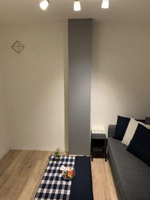 4人掛け出来るゆったりめなソファー - アザミ難波ビル ホームパーティー、女子会、ママ会の室内の写真