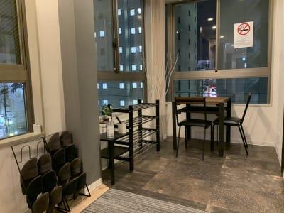 玄関にもテーブルを設置 - アザミ難波ビル ホームパーティー、女子会、ママ会の室内の写真