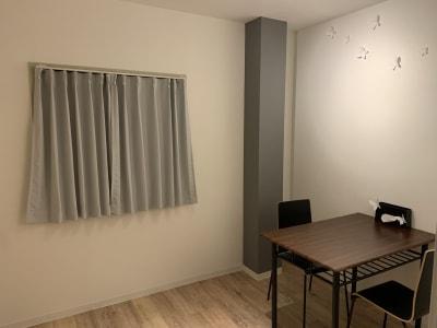 個室でゆっくり落ち着いた空間 - アザミ難波ビル ホームパーティー、女子会、ママ会の室内の写真