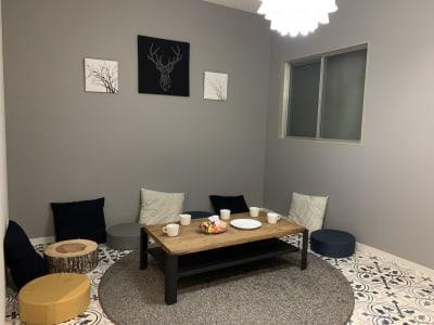 キッチンを設置してる広々としたスペースでゆったりくつろげます - アザミ難波ビル ホームパーティー、女子会、ママ会の室内の写真