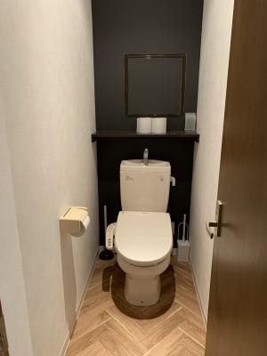 清潔感あるトイレ - アザミ難波ビル ホームパーティー、女子会、ママ会の室内の写真