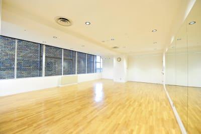 ヨガ・ダンススタジオとしての利用に最適。 - アユアランリンク名古屋店 多目的スタジオの室内の写真