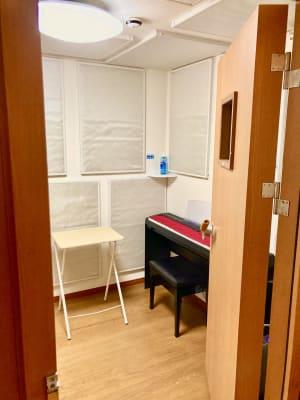 ザーラ・カンパニー 電子ピアノ【3~4畳】の室内の写真