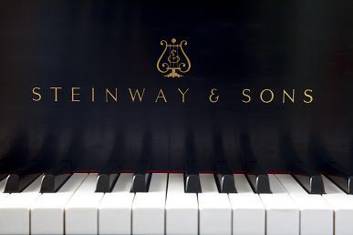 ザーラ・カンパニー グランドピアノ【スタィンウェイ】の室内の写真