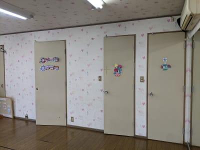 トイレ 水道 更衣室 - ハートサム 「たまむら会場」 スタジオの設備の写真