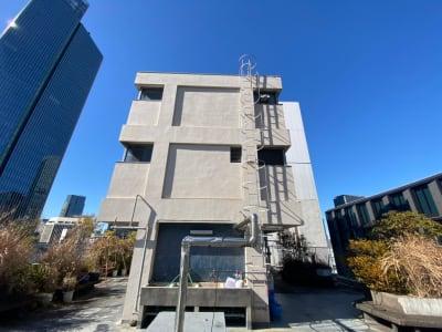 赤坂スカイビル オフィスビル屋上の外観の写真