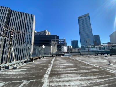 赤坂スカイビル オフィスビル屋上の室内の写真