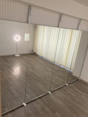 鏡があるので、ヨガやダンスレッスンにオススメです。 - pm2.standard603 レンタルスタジオの室内の写真