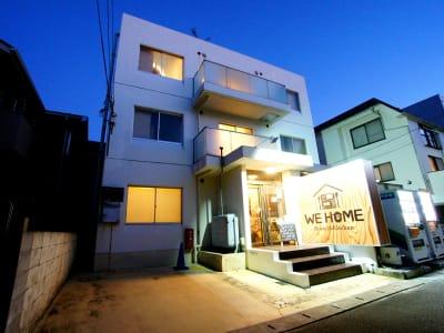 ■外観(夜)■ - WeHome ■レンタル会議室■ビジネス限定■の入口の写真