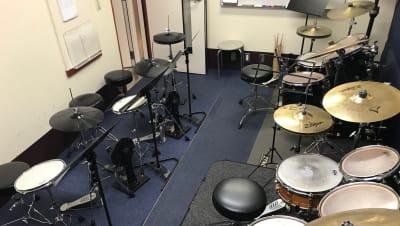 スガナミミュージックサロン品川 ドラムレンタル(ドラム専用部屋)の室内の写真