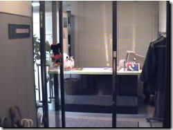 7F エレベータを降りた入口です。右手に男女別トイレがあります - マイダンス レンタルスタジオ せいせきレンタルスタジオの入口の写真
