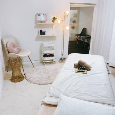 ベッドを出して美容系のレンタルサロンとしてもご利用できます。 - Room  eight レンタルサロンの設備の写真
