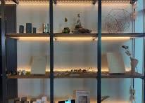 何か展示会や商品の陳列も可能なので色々なイベントにも対応可能です - コプラス コワーキングカフェ イベントスペースの室内の写真