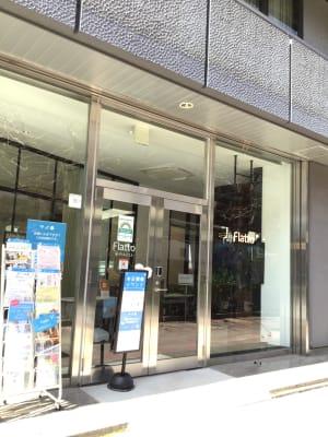 目に止まりやすい入り口 - Flatto日本橋 スタジオフルスペースの入口の写真