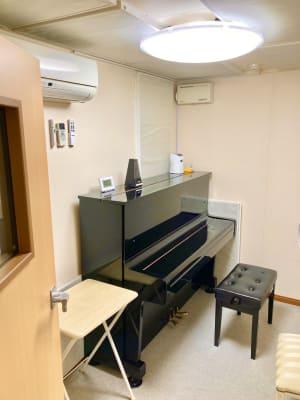 パンテサロン【無料WIFI】 防音室【駅前1分】ピアノ有の室内の写真